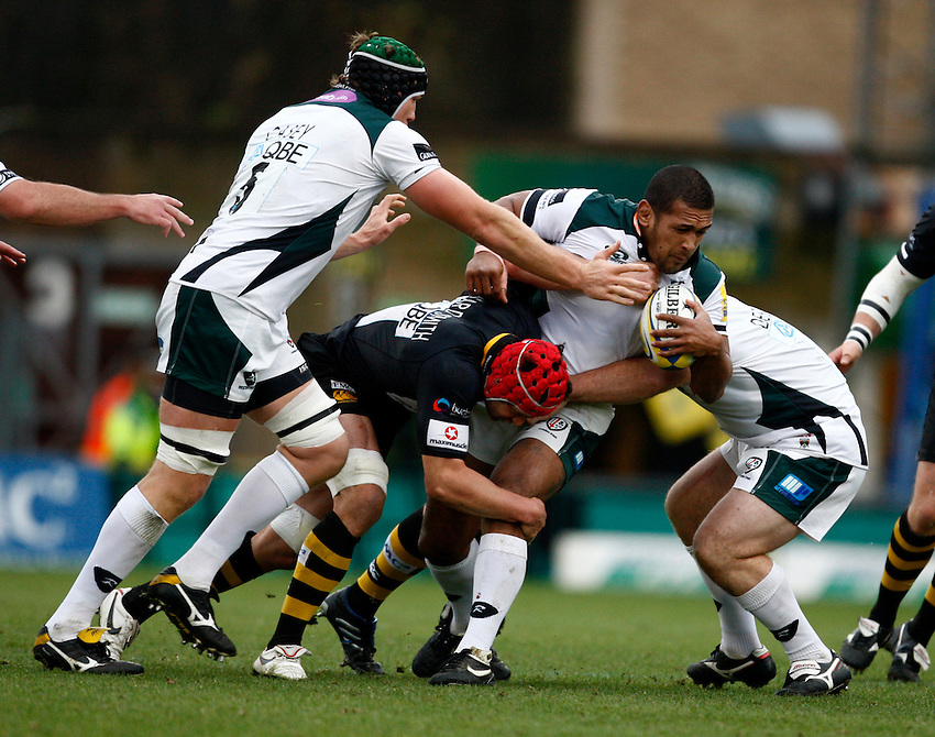 Photo: Richard Lane/Richard Lane Photography.London Wasps v London Irish. Aviva Premiership. 21/11/2010. Irish's Chris Hala'ufia is tackled by Wasps' Dan Ward-Smith.