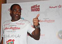 SAO PAULO, SP, 18 DE JANEIRO 2012. O jornalista esportivo Abel Neto, no esquenta para o Carnaval, no Bar Brahma, regiao central de SP, na noite desta quarta-feira, 18. FOTO MILENE CARDOSO - NEWS FREE