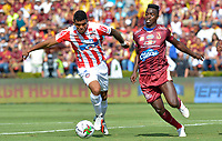 IBAGUÉ-COLOMBIA , 27 -01-2019 .Marco Pérez (Der.) jugador del Deportes Tolima disputa el balón con Luis Narváez (Izq) jugador del Atlético Junior . Acción de juego entre los equipos Deportes Tolima  ante el Atlético Junior  durante partido por  la final de la Superliga Liga Águila  2019 jugado en el estadio Manuel Murillo Toro de la ciudad de Ibagué./ Marco Perez (R) player of Deportes Tolima fights the ball agaisnt of Luis Narvaez (L) jugador of Atletico Junior.Action game betwen  Deportes Tolima and  Atletico Junior teams during the match for the final of Superliga  Aguila 2019 played at Manuel Murillo Toro  stadium in Ibague city. Photo: VizzorImage/ Cristian Álvarez/ Contribuidor