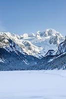 Austria, Upper Austria, Salzkammergut, Gosau: winter scenery at Gosau Lake with Dachstein mountains, UNESCO World Heritage | Oesterreich, Oberoesterreich, Salzkammergut, Gosau: Winterlandschaft am vorderen Gosausee mit Dachsteingruppe, UNESCO-Weltkulturerbe Hallstatt-Dachstein Salzkammergut