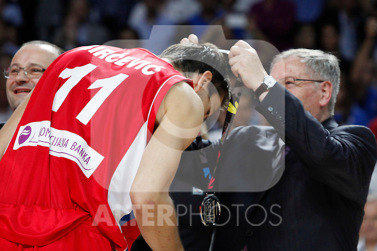 Serbia´s Bircevic receives the silver medal during FIBA Basketball World Cup Spain 2014 final award ceremony after losing against United States at `Palacio de los deportes´ stadium in Madrid, Spain. September 14, 2014. (ALTERPHOTOSVictor Blanco)