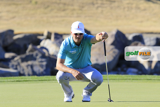 Zach Johnson (USA) lines up his putt on 17th  green during Saturday's Round 3 of the 2017 CareerBuilder Challenge held at PGA West, La Quinta, Palm Springs, California, USA.<br /> 21st January 2017.<br /> Picture: Eoin Clarke | Golffile<br /> <br /> <br /> All photos usage must carry mandatory copyright credit (&copy; Golffile | Eoin Clarke)