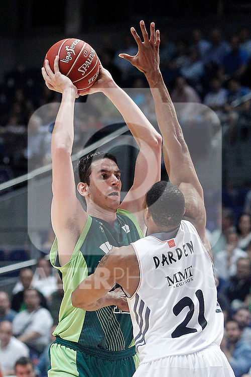 Real Madrid's Tremmell Darden (r) and Unicaja's Carlos Suarez during Liga Endesa ACB Semifinal match.June 6,2014. (ALTERPHOTOS/Acero)