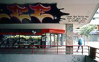 Rotterdam: Lijnbaan Zone--graffiti. Photo '87.