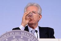 Roma, 30 Aprile 2012.Palazzo Chigi.Conferenza stampa sulla spending review.. Approvati i tagli alla spesa pubblica..Nella foto il Presidente del Consiglio dei Ministri Mario Monti