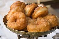 Afrique/Afrique du Nord/Maroc/Fèz: Médina de Fèz-El-Bali chez le marchand de beignets détail beignets