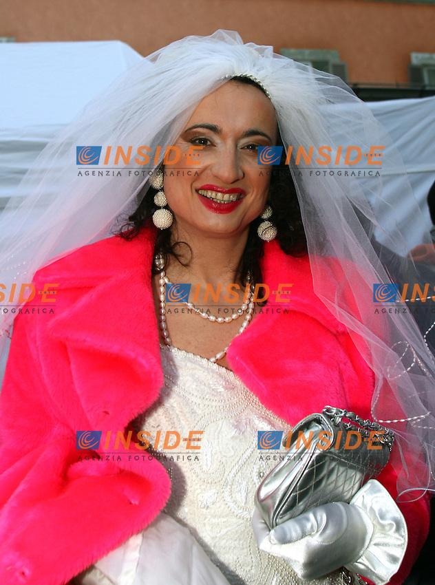 Roma 14/1/2006 Piazza Farnese. Manifestazione a sostegno delle Unioni civili - PACS.<br /> Nella foto Vladimir Luxuria vestita da sposa<br /> Foto Andrea Staccioli Insidefoto