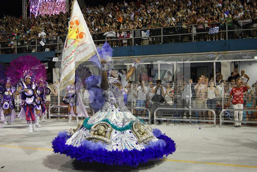 SÃO PAULO, SP, 13 DE FEVEREIRO DE 2010 - CARNAVAL 2010 SP / MOCIDADE ALEGRE - Desfile das escolas de samba de São Paulo do grupo especial, a terceira escola a entrar na avenida no segundo dia de desfiles é a Mocidade Alegre que traz no enredo Da criação do .Universo ao Sonho Eterno do Criador... Eu Sou Espelho e Me Espelho Em Quem Me Criou!!!. No Sambódromo do Anhembi na região norte da capital paulista. FOTO: VANESSA CARVALHO / BRAZIL PHOTO PRESS