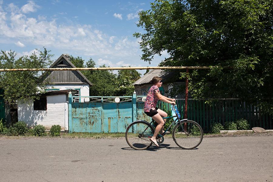 UKRAINE, Pisky: a young lady riding a bike just a few kilometres from the frontline.<br /> <br /> UKRAINE, Pisky: Une jeune femme roule &agrave; v&eacute;lo &agrave; seulement quelques kilom&egrave;tres de la ligne de front.