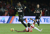 BOGOTÁ -COLOMBIA, 18-10-2014. Yerry Mina (Der) jugador de Independiente Santa Fe disputa el balón con Johan Arango (Izq) jugador de Once Caldas por la fecha 15 de la Liga Postobón II 2014 jugado en el estadio Nemesio Camacho el Campín de la ciudad de Bogotá./ Yerry Mina (R) player of Independiente Santa Fe fights for the ball with Johan Arango (L) player of Once Caldas during the match for the 15th date of Postobon League I 2014 played at Nemesio Camacho El Campin stadium in Bogotá city. Photo: VizzorImage/ Gabriel Aponte / Staff