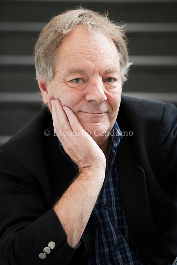 Thomas Jay Drury is an American writer. He was born in Iowa, in 1956, grew up in the small town of Swaledale and received his bachelor's degree in journalism. Tom Drury (Iowa 1956) è uno scrittore americano che ha ricevuto diversi riconoscimenti, tra cui la fellowship della Fondazione Guggenheim. Milan, 7 novembre 2017. © Leonardo Cendamo