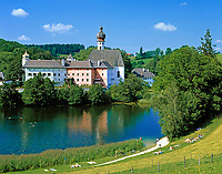 DEU, Deutschland, Bayern, Oberbayern, Berchtesgadener Land, Kloster Hoeglwoerth bei Anger | DEU, Germany, Bavaria, Upper Bavaria, Berchtesgadener Land, monastery Hoeglwoerth near villagae Anger