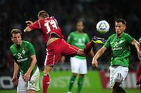 FUSSBALL   1. BUNDESLIGA   SAISON 2011/2012    5. SPIELTAG SV Werder Bremen - Hamburger SV                         10.09.2011 Philipp BARGFREDE (li) und Markus ROSENBERG (re, beide Bremen) gegen Robert TESCHE (Mitte, Hamburg)