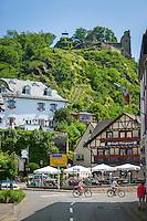 Germany, Rhineland-Palatinate, Ahr-Valley, Altenahr: wine village, centre with castle ruin Are | Deutschland, Rheinland-Pfalz, Ahrtal, Altenahr: Weinort, Ortszentrum mit der Burgruine Are