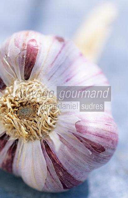 Europe/France/Auvergne/12/Aveyron/Laguiole: Ingrédients de la truffade et de l'aligot - L'ail
