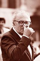 Federico Fellini è stato un regista, sceneggiatore, fumettista e scrittore italiano. È considerato uno dei maggiori registi della storia del cinema. Rimini 1986. © Leonardo Céndamo