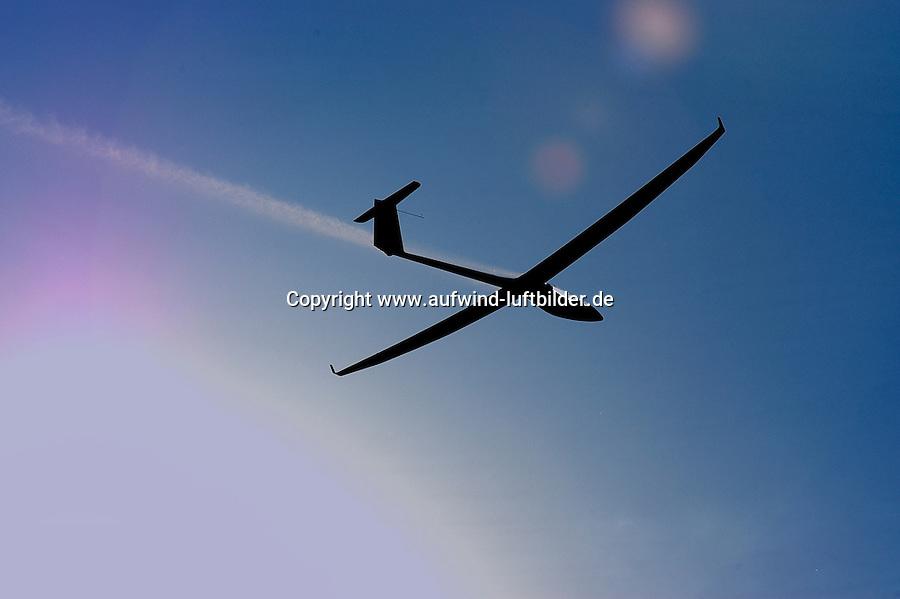 4415/SB14:DEUTSCHLAND, BRANDENBURG, LUESSE 31.07.2004:Segelflug, Segelflugzeug, SB 14, Akaflieg Braunschweig, Forschungsflugzeug, Einzelstück, 18 Meter Klasse