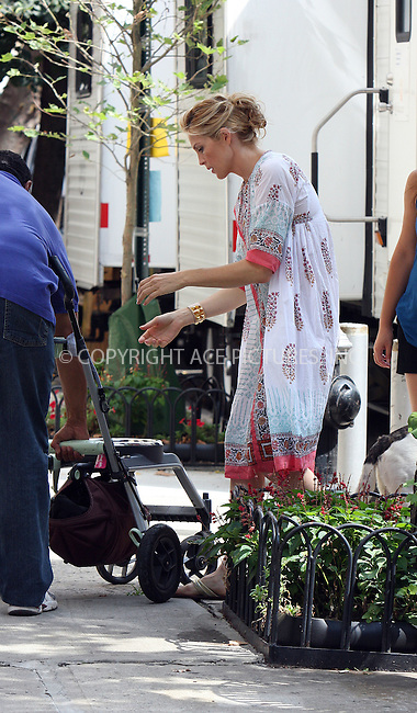 WWW.ACEPIXS.COM . . . . .  ....August 24 2009, New York City....Actress Kelly Rutherford on the Gramercy Park set of the TV show 'Gossip Girl' on August 24 2009 in New York City....Please byline: AJ Sokalner - ACEPIXS.COM..... *** ***..Ace Pictures, Inc:  ..tel: (212) 243 8787..e-mail: info@acepixs.com..web: http://www.acepixs.com