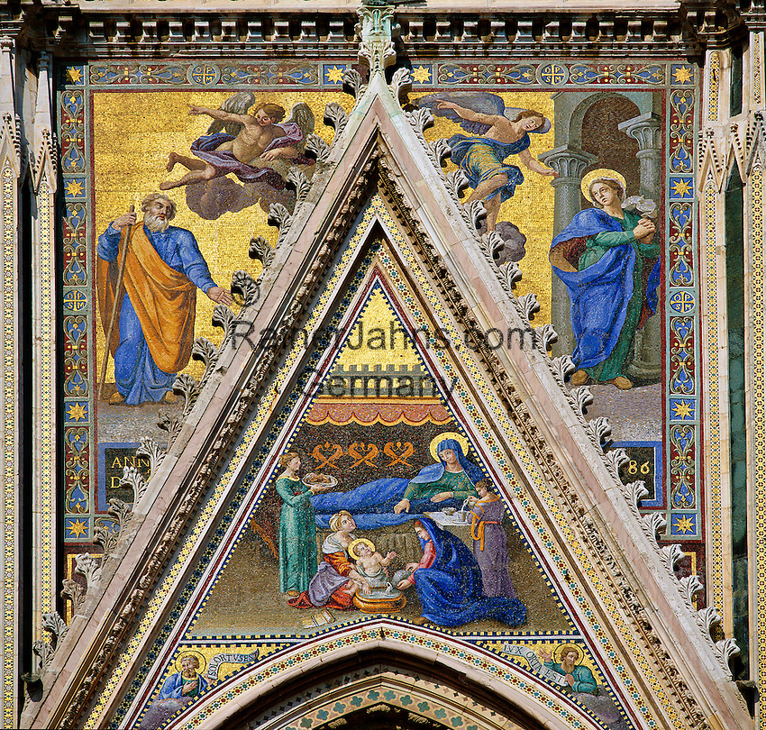 Italy, Umbria, Orvieto: facade of cathedral Santa Maria (built 13th/14th century) - side portal | Italien, Umbrien, Orvieto: Dom Santa Maria (erbaut 13./14. Jh.) - Seitenportal