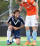 AMSTELVEEN - HOCKEY -  Blessure voor Andreu Enrich van Pinoke tijdens de eerste competitiewedstrijd van het nieuwe seizoen tussen de mannen van Pinoke en Bloemendaal (0-4). rechts Joep van der Loo .  COPYRIGHT KOEN SUYK