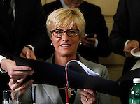 Roberta Pinotti durante la  firma del protocollo per il passaggio della caserma Bixio alla scuola della Nunziatella