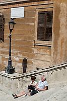 Rome continue to be one of the most visited city in the world..Roma continua ad essere una delle città più visitata al mondo.Tourist take a rest at the Spanish steps