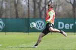 11.04.2018, Trainingsgelaende, Bremen, GER, 1.FBL, Training SV Werder Bremen<br /> <br /> im Bild<br /> Max Kruse (Werder Bremen #10) mit Torschuss, <br /> <br /> Foto &copy; nordphoto / Ewert