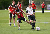 Pictured L-R: Richie Buchanan against Gareth Vincent. Tuesday 06 May 2014<br />