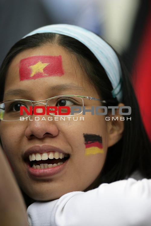 FIFA WM 2006 -  Gruppe E Vorrunde ( Group E )<br /> Play   #41 (22-Jun) - Tschechien - Italien<br /> <br /> Fan Feature in Hamburg <br /> <br /> Foto &copy; nordphoto