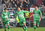 30.11.2019,  GER; 2. FBL, FC St. Pauli vs Hannover 96 ,DFL REGULATIONS PROHIBIT ANY USE OF PHOTOGRAPHS AS IMAGE SEQUENCES AND/OR QUASI-VIDEO, im Bild Linton Maina (Hannover #11) schiesst das 1-0 fuer Hannover vorbei an Torhueter Robin Himmelmann (Pauli #30) und jubelt mit der Mannschaft Foto © nordphoto / Witke *** Local Caption ***