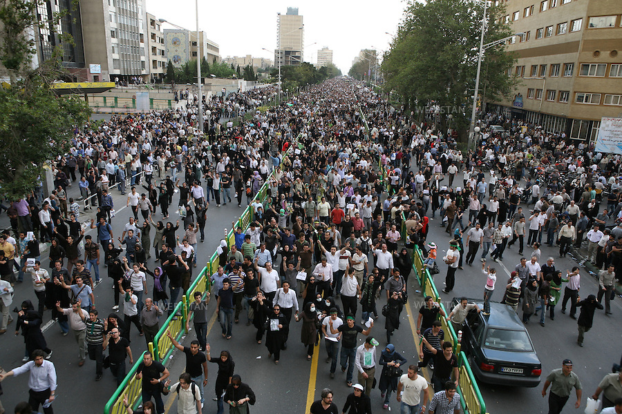 Iran. Tehran. June 15, 2009. Despite the refusal of the authorities to give permission for the demonstration, more than two million people gathered in a massive rally in Azadi Avenue in support of Mir Hossein Mousavi and asked the cancellation of the presidential election of June 12, due to alledged information of massive fraud. Mousavi and the other reformist candidate, Mehdi Karoubi were also present in the cortege..Iran. Teheran. 15 juin 2009. Selon des estimations plus de deux millions de personnes ont bravé dans le calme, sur l'avenue Azadi, l'interdiction de manifester imposé par les authorités, pour soutenir Mir Hossein Moussavi et contre la fraude electorale. Moussavi et l'autre candidat reformateur, Mehdi Karoubi, etait presents dans le cortege.