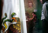 Asume jovencita de 20 años Jefatura de Policía en el violento municipio de Praxedis, Guerrero, Guadalupe Distrito Bravos..GUADALUPE, D.B. .-  De los pocos pobladores que quedan en este poblado, ninguno de los hombres quiere ser policía ni mucho menos jefe policiaco por miedo a ser ejecutado como muchos otros uniformados...Por ello Marisol Valles García, de 20 años, tomó este día el cargo como Directora de Seguridad Publica, labor en la que sera apoyada por otras tres mujeres reclutas...La nueva jefa policial es estudiante de Criminología y es la única en el pueblo que aceptó desempeñar el puesto...Guadalupe Distrito Bravo,  es un pueblo fantasma  enclavado en el  temible Valle de Juárez, donde las  mafias disputan el control de la plaza y en el ultimo año han sido asesinados tres alcaldes seccionales.