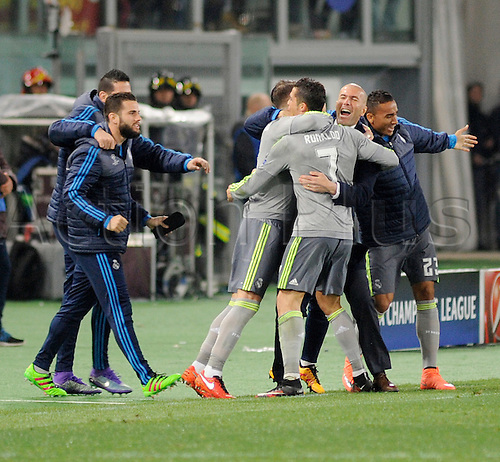 17.02.2016. Stadio Olimpico, Rome, Italy. UEFA Champions League, Round of 16 - first leg, AS Roma versus Real Madrid.  Real Madrid players celebrations with coach Zidane after the goal from Cristiano Ronaldo