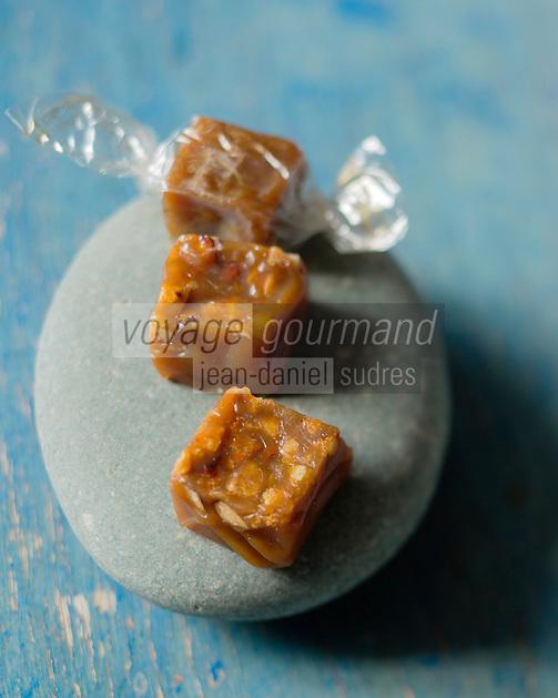 Europe/France/ Bretagne/56/Morbihan/ Quiberon: Caramels  au beurre salé CBS de chez Henri  Le Roux Chocolatier- Caramélier - Stylisme : Valérie LHOMME // Europe/France/ Bretagne/56/Morbihan/ Quiberon: Salted butter caramel CBS by Henri  Le Roux