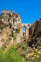 Spanien, Andalusien, Provinz Málaga, Ronda: Ponte Nuevo (Neue Bruecke) verbindet den aelteren Teil La Ciudad mit dem neueren El Mercadillo  | Spain, Andalusia, Province Málaga, Ronda: bridge Ponte Nuevo, connecting older part La Ciudad with newer district El Mercadillo