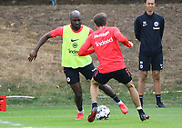 Jetro Willems (Eintracht Frankfurt) gegen Nikolai Müller (Eintracht Frankfurt) - 28.08.2018: Eintracht Frankfurt Training, Commerzbank Arena, DISCLAIMER: DFL regulations prohibit any use of photographs as image sequences and/or quasi-video.