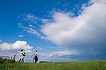 Europa, DEU, Deutschland, Nordrhein Westfalen, NRW, Rheinland, Niederrhein, Rheinberg, Menschen, Familie, Familienausflug, Himmel, Wolken, Wolkenstimmung, Regenwolke, Kategorien und Themen, Tourismus, Touristik, Touristisch, Urlaub, Reisen, Reisen, Ferien, Urlaubsreise, Freizeit, Wetter, Himmel, Wolken, Wolkenkunde, Wetterbeobachtung, Wetterelemente, Wetterlage, Wetterkunde, Witterung, Witterungsbedingungen, Wettererscheinungen, Meteorologie, Bauernregeln, Wettervorhersage, Wolkenfotografie, Wetterphaenomene, Wolkenklassifikation, Wolkenbilder, Wolkenfoto....[Fuer die Nutzung gelten die jeweils gueltigen Allgemeinen Liefer-und Geschaeftsbedingungen. Nutzung nur gegen Verwendungsmeldung und Nachweis. Download der AGB unter http://www.image-box.com oder werden auf Anfrage zugesendet. Freigabe ist vorher erforderlich. Jede Nutzung des Fotos ist honorarpflichtig gemaess derzeit gueltiger MFM Liste - Kontakt, Uwe Schmid-Fotografie, Duisburg, Tel. (+49).2065.677997, ..archiv@image-box.com, www.image-box.com]