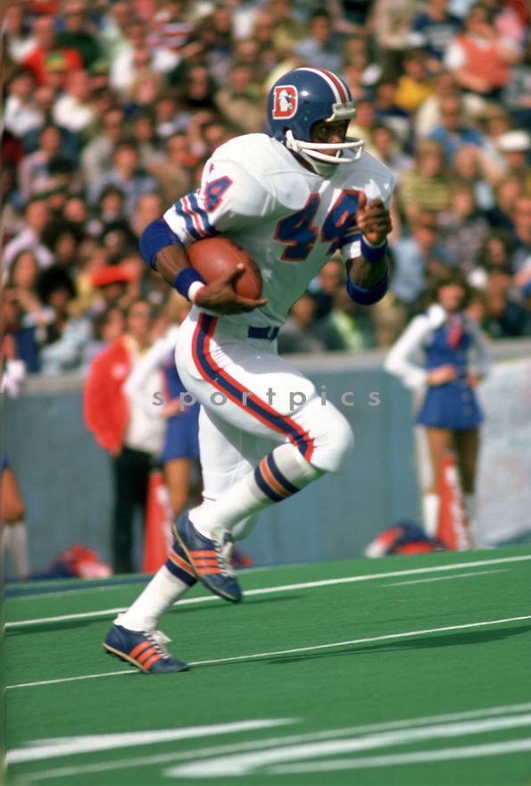 Denver Broncos Floyd Little (44) during a game from his 1975 season with the Denver Broncos. Floyd Little played for 9 seasons, all with the Denver Broncos, was a 5-time Pro Bowler and was inducted to the Pro Football Hall of Fame in 2010.(SportPics)