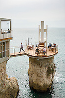 France, Provence-Alpes-Côte d'Azur, Nice: hotel and restaurant La Réserve with exposed seaside terrace | Frankreich, Provence-Alpes-Côte d'Azur, Nizza: Hotel und Restaurant La Réserve mit exponierter Terrasse direkt am Wasser