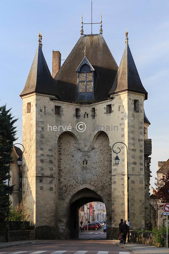 France, Yonne (89), Villeneuve-sur-Yonne, la Porte de Sens // France, Yonne, Villeneuve-sur-Yonne, the Porte de Sens