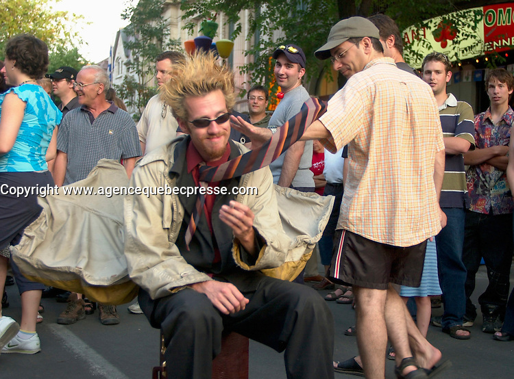 July 14, Montreal, Quebec, Canada<br /> <br /> Street animation at the 2002 Juste Pour Rire ( Just For Laughs) Festival in Montreal, canada<br /> <br /> Mandatory Credit: Photo by Pierre Roussel- Images Distribution. (&copy;) Copyright 2002 by Pierre Roussel <br /> <br /> NOTE : <br />  Nikon D-1 jpeg opened with Qimage icc profile, saved in Adobe 1998 RGB<br /> .Uncompressed  Original  size  file availble on request.
