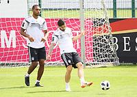 Marvin Plattenhardt (Deutschland Germany) mit Jonathan Tah (Deutschland, Germany) - 31.05.2018: Training der Deutschen Nationalmannschaft zur WM-Vorbereitung in der Sportzone Rungg in Eppan/Südtirol