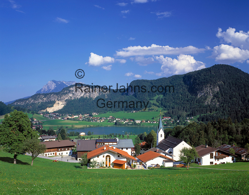 Austria, Tyrol, Kaiserwinkl, village and lake Thiersee