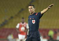 BOGOTÁ -COLOMBIA, 27-03-2016. Jorge Sierra, arbitro, durante partido aplazado entre Independiente Santa Fe y Atlético Huila por la fecha 8 de la Liga Aguila I 2016 jugado en el estadio Nemesio Camacho El Campin de la ciudad de Bogota. / Jorge Sierra, referee, during postponed match between Independiente Santa Fe and Atletico Huila for the date 8 of the Liga Aguila I 2016 played at the Nemesio Camacho El Campin Stadium in Bogota city. Photo: VizzorImage/ Gabriel Aponte / Staff