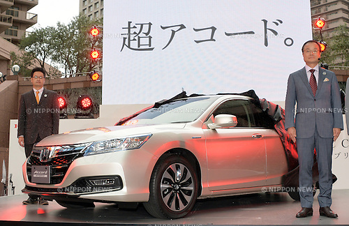June 20, 2013, Tokyo, Japan - President Takanobu Ito, right, of Honda Motor Co., introduces all-new Honda Accord Hybrid during a launch in Tokyo on Thursday, June 20, 2013. Featuring class-leading fuel economy rating and exclusive styling, the Accord Hybrid uses Honda's new two-motor hybrid power train, which allows the vehicle to move through three different driving modes to optimize fuel efficiency. (Photo by Natsuki Sakai/AFLO)