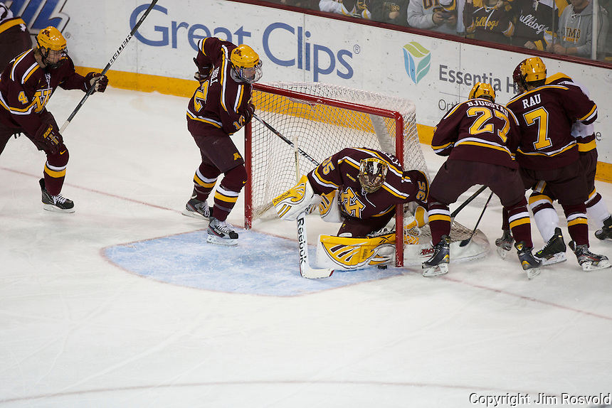 14 Oct 11: Kent Patterson (Minnesota - 35) The University of Minnesota-Duluth Bulldogs host the University of Minnesota Golden Gophers in a WCHA matchup at Amsoil Arena in Duluth, MN.