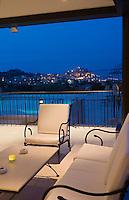"""Europe/France/Corse/2B/Haute-Corse/Calvi : A la terrasse  du restaurant """"'L'Alivu"""" à """"La Villa""""chemin N-D de la Serra en fond la citadelle et la vieille  ville"""