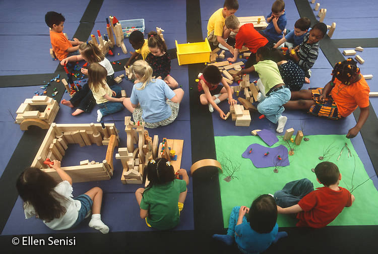 MR / Schenectady, NY. Yates Arts in Education Magnet Elementary School. Mixed ages (4-8) multi-grade (Pre-K -3) students work together to create imaginary community using blocks and paper. MR: AJ-LC. ID: AJ-LC. © Ellen B. Senisi