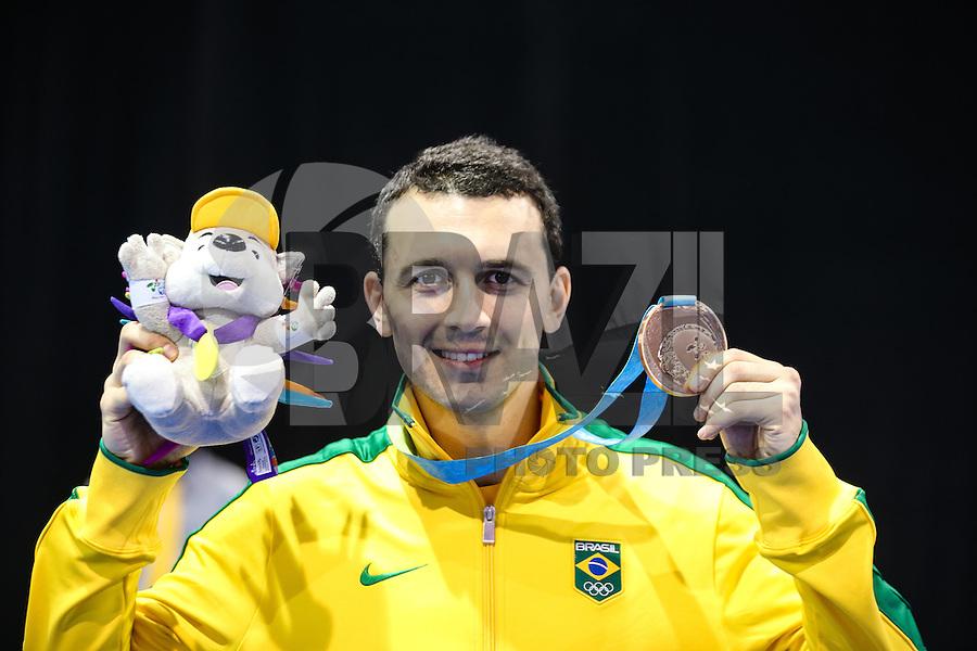 TORONTO, CANADÁ, 20.07.2015 - PAN-ESGRIMA -  Brasileiro Renzo Agresta medalha de bronze na Esgrima nos Jogos Panamericanos  na cidade de Toronto no Canadá, nesta segunda-feira, 20. (Foto: Vanessa Carvalho/Brazil Photo Press)