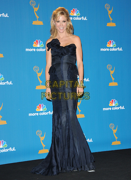 JULIE BOWEN.The 62nd Annual Primetime Emmy Awards held at Nokia Theatre L.A. Live in Los Angeles, California, USA. 29th August 2010.full length navy blue strapless maxi dress.CAP/RKE/DVS.©DVS/RockinExposures/Capital Pictures.